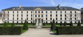 P1170582_Paris_V_Ecole_polytechnique_pavillon_Joffre_jardin_carré_rwk